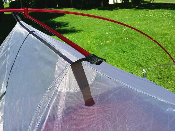 ネイチャーハイクのテントを設営 インナーテントを吊り下げ 最頂部