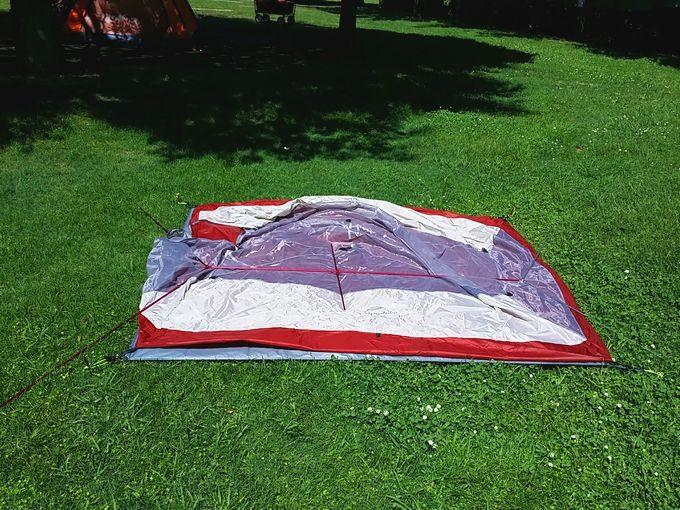 ネイチャーハイクのテントを設営 ポールの準備が完了