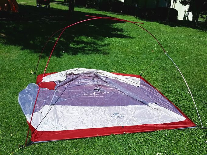 ネイチャーハイクのテントを設営 ポールを立ち上げ