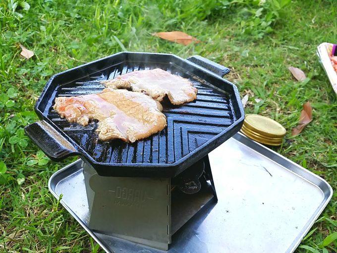 キャンプ場で牛タンの塩焼き
