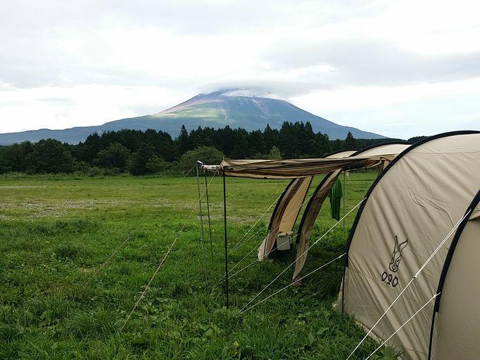 ふもとっぱら 曇り空の富士山に陽が射す