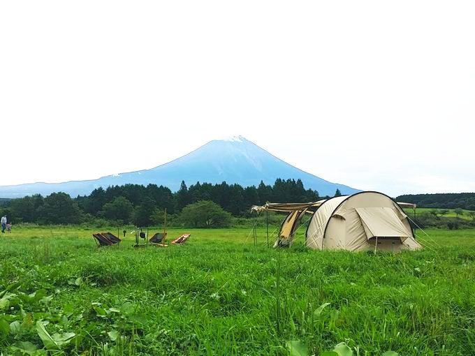 ふもとっぱらの富士山とテント