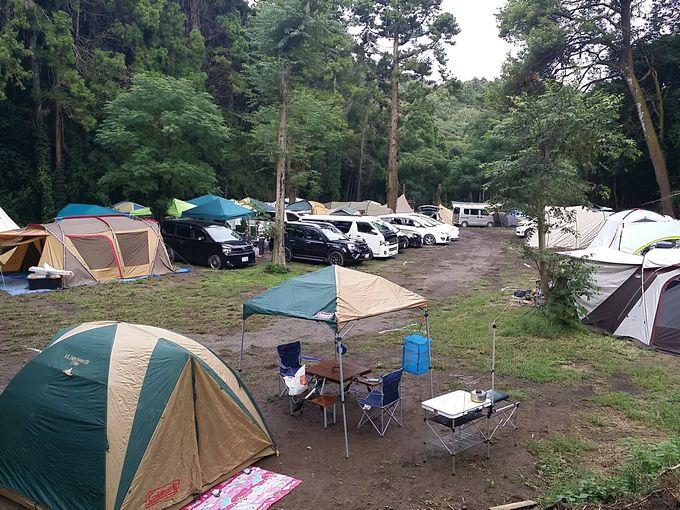 連休で混雑するキャンプ場