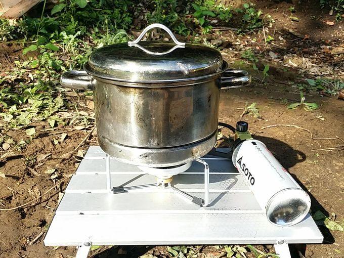 SOTO シングルバーナー ST-301で鍋を扱う