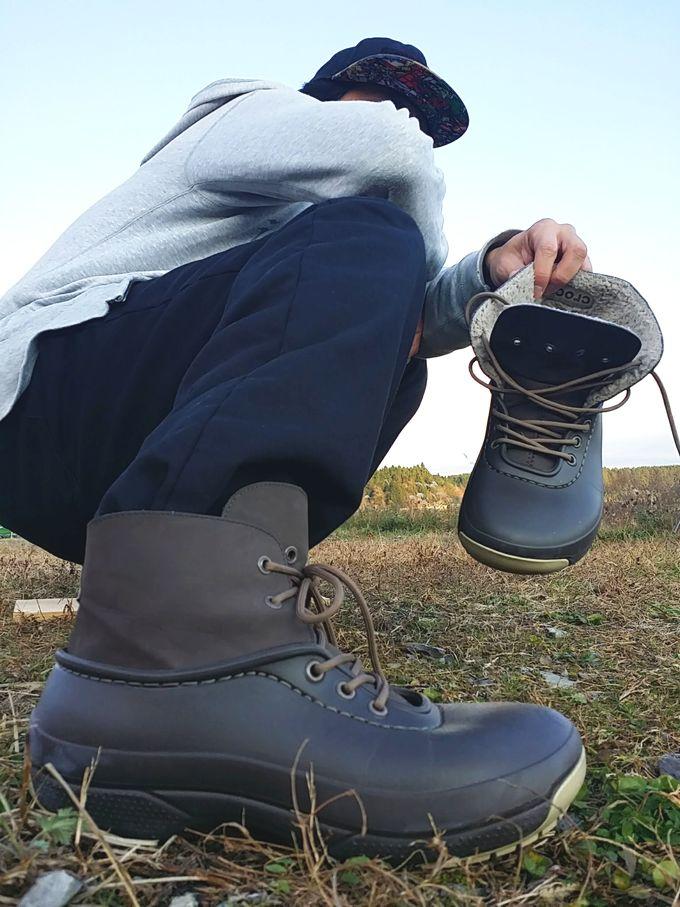クロックス 「ブリッツェン ラックス コンバーチブル クロッグ」を履いている写真(キモ撮り)
