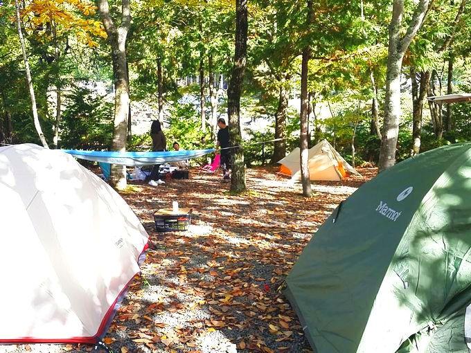 軽量テントが並ぶサイト