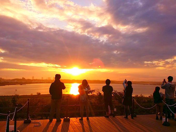 印旛沼サンセットヒルズの夕日(人物の影あり)