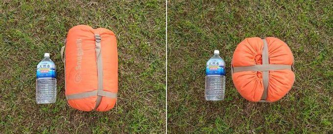 Snugpak(スナグパック) 寝袋 スリーパーエクスペディション スクエア ライトハンド の収納サイズ。2Lペットボトルと比較