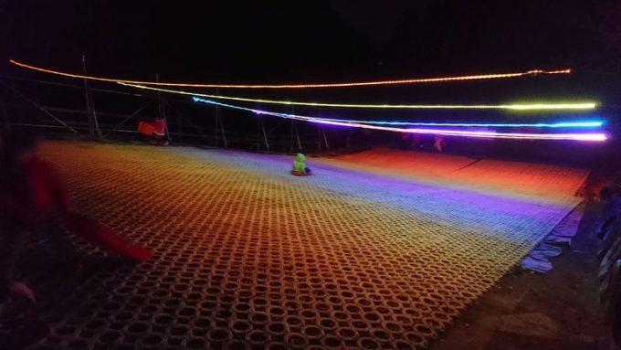 成田ゆめ牧場でソリ(夜中のライトアップ)