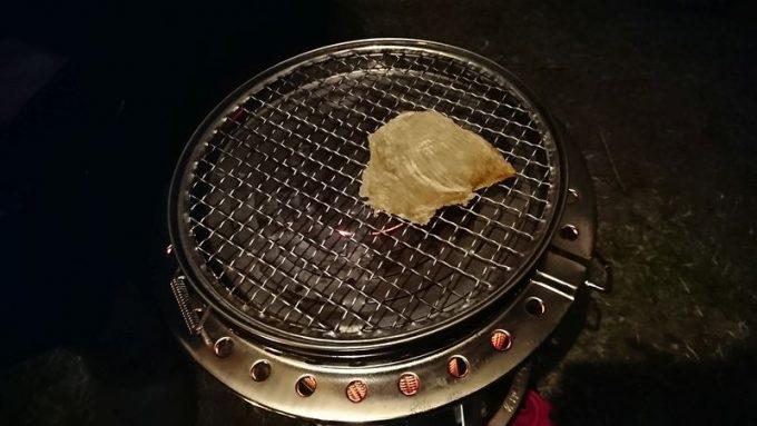 ストーブ(フジカハイペット)でエイヒレを炙る