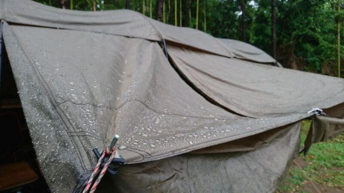 タラスブルバのキャタピラー2ルームシェルター6Pの防水性は、雨の日でも問題なし