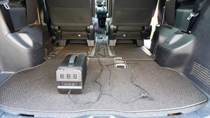 LACITA エナーボックスのカーチャージャーを使って車内で充電