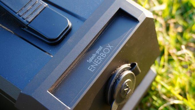 LACITA エナーボックス(ENERBOX-01)とエナーボックス防塵防沫(ENERBOX-SP)の違いはロゴ
