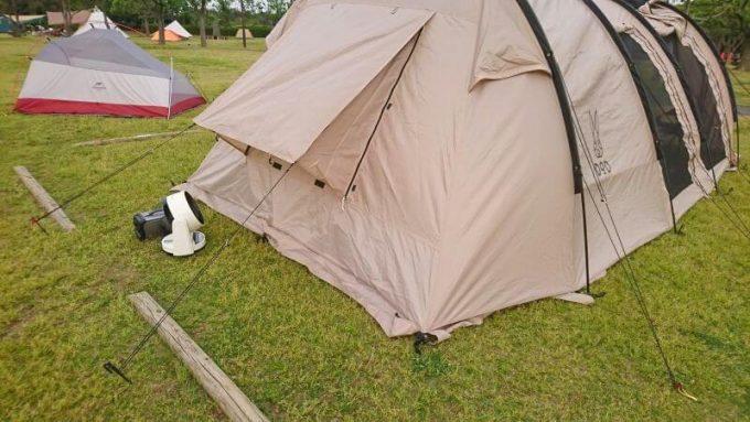 扇風機でテント内に風を送る