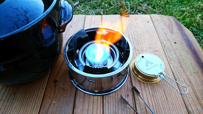 ガオバブの固形燃料ストーブの炎
