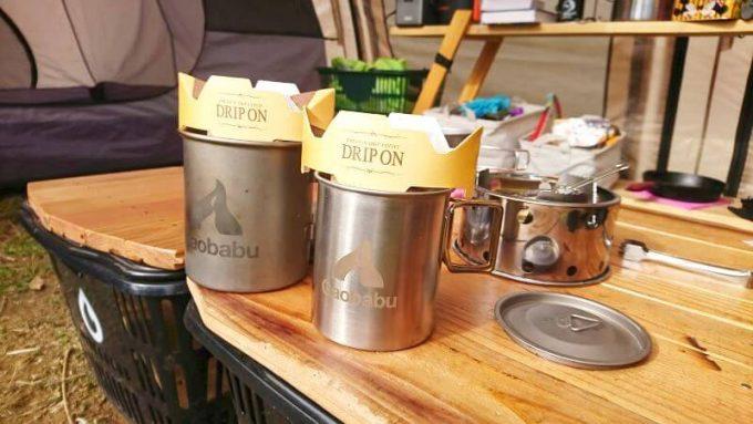ガオバブ(Gaobabu)ステンマグカップでコーヒーを飲む