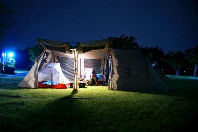 ルーメナー7で大型テントを照らす