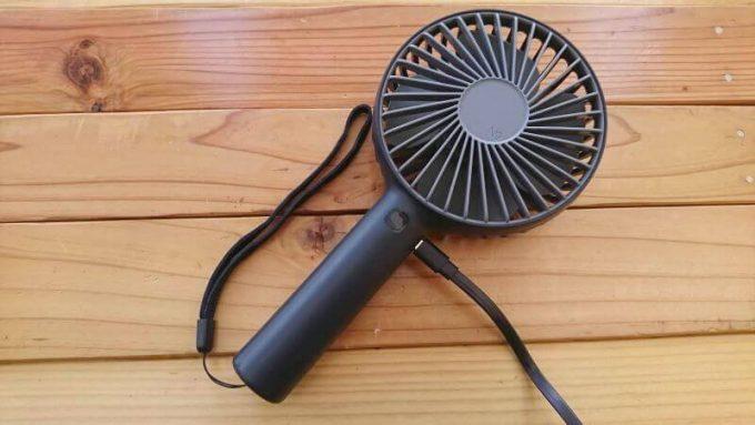 ルーメナーポータブル扇風機を本体の端子で充電