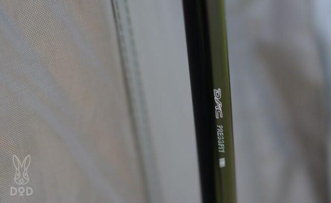 カマボコテント クエ(KUE)のポールはDAC製