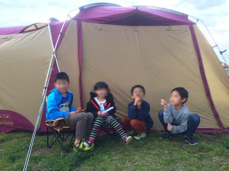 ソレイユの丘で子供たちが記念撮影