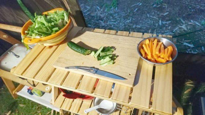 ベルメゾンの簡単に折りたためるラックで食材のカット