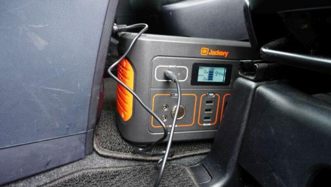 Jackeryポータブル電源700を車内で充電