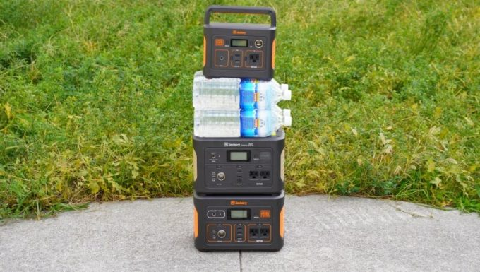 Jackeryポータブル電源700の上には重い物が置ける