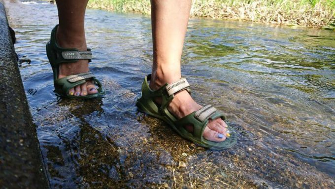 クロックス(crocs)のスウィフトウォーターリバーサンダルは水中でも問題なし