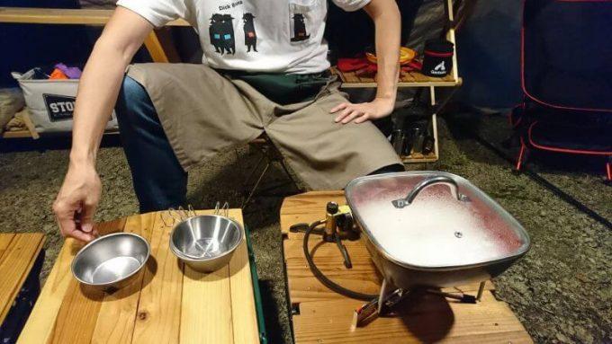 フェリシモ リブイン コンフォート× 魅惑のキャンプ ポケットいっぱい 股割れカフェエプロンはしゃがんでも作業がしやすい