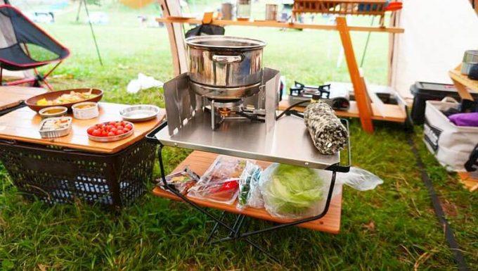 ハングアウト ファイヤーサイドテーブルを2段にすれば調理台として使える