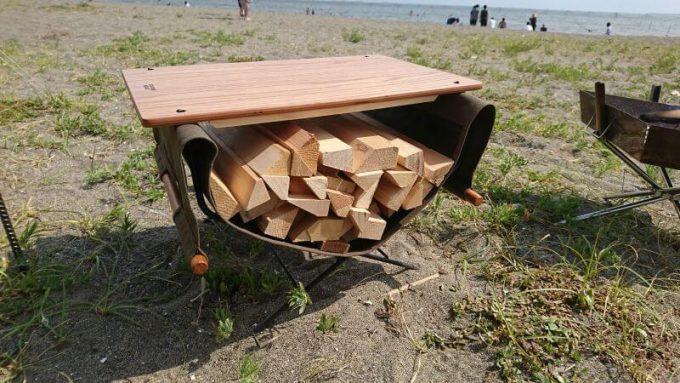 ハングアウトのファイヤーサイドテーブルとログキャリーのセット