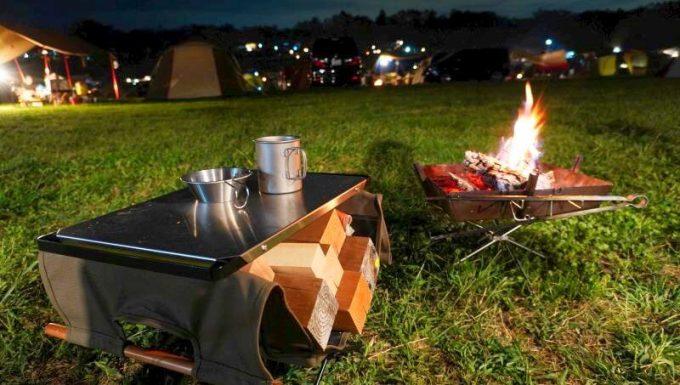 ハングアウト ファイヤーサイドテーブルのステンレストップなら焚き火の近くでも燃えないから安心