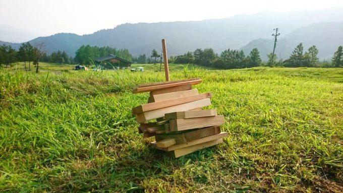 自作の薪スタンド(前から)