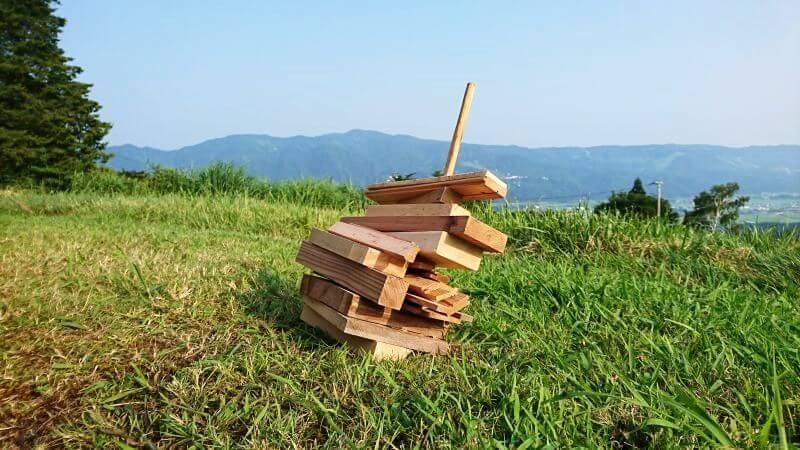 自作の薪スタンド(横から)