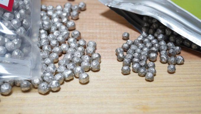 5mmと6mmのマグネシウム粒を比較