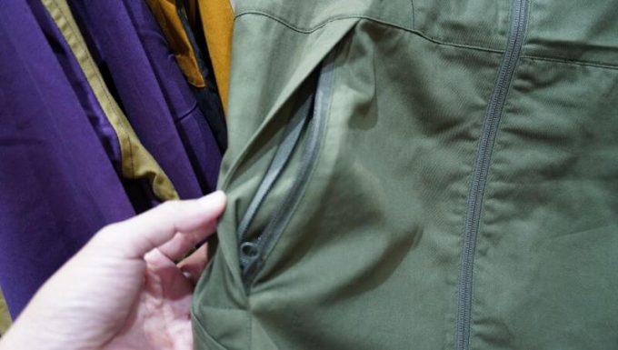 ワークマンのフルジップコットンパーカーのポケット