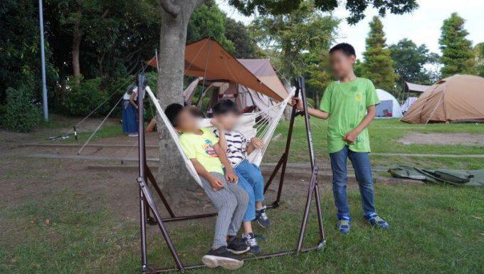 ゆらふわモックのハンモックチェアは子供2人が乗れる