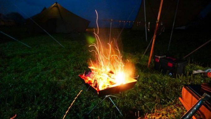 焚き火の火の粉