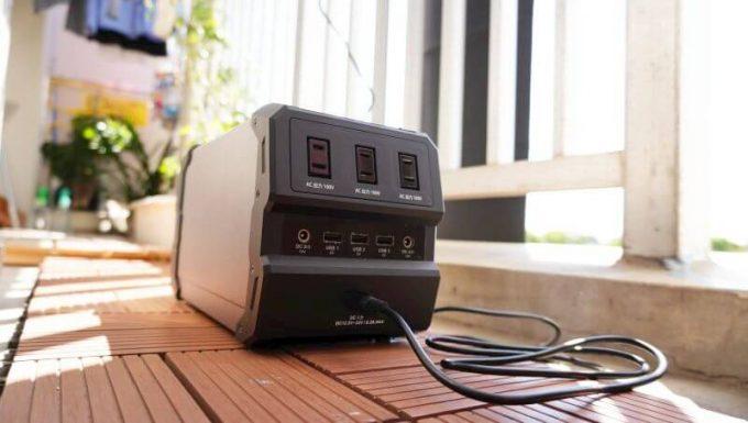 LACITAエナーボックスをソーラーパネルで充電