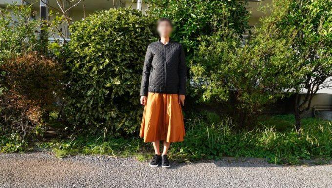 ワークマンの3in1(スリーインワン)防水防寒ジャケットのキルティングインナーを女性が着用