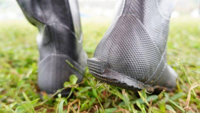 野鳥の会レインブーツの踵は脱着しやすい工夫がされている