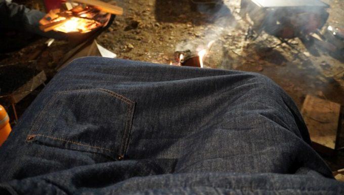 焚き火でブランケットを使う