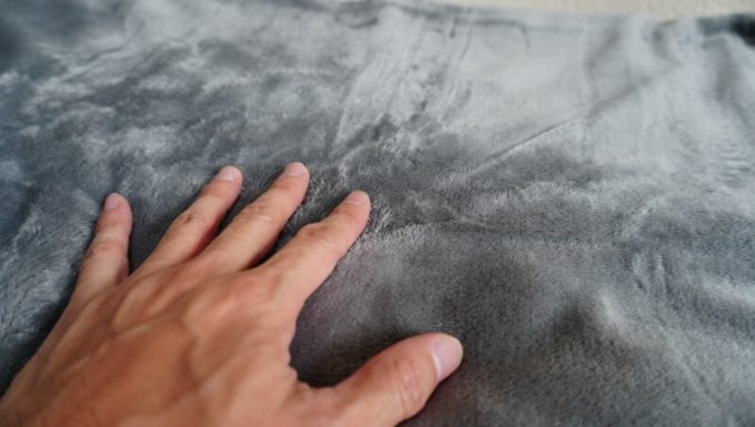 EMME マイクロファイバー毛布の触り心地(表面)
