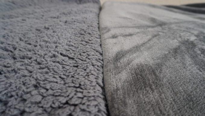 EMME マイクロファイバー毛布とREINのシープボア毛布の質感を比較