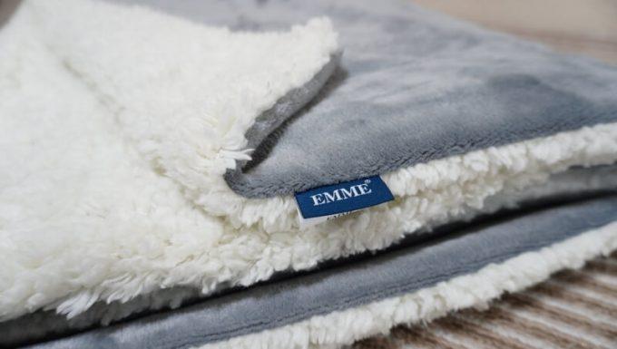 EMMEマイクロファイバー&シープボア2枚合わせ毛布の質感