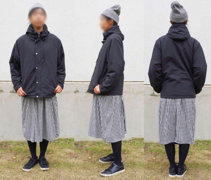 gym master(ジムマスター) リバーシブル マウンテン ジャケットを女性がスカートと合わせたコーデ