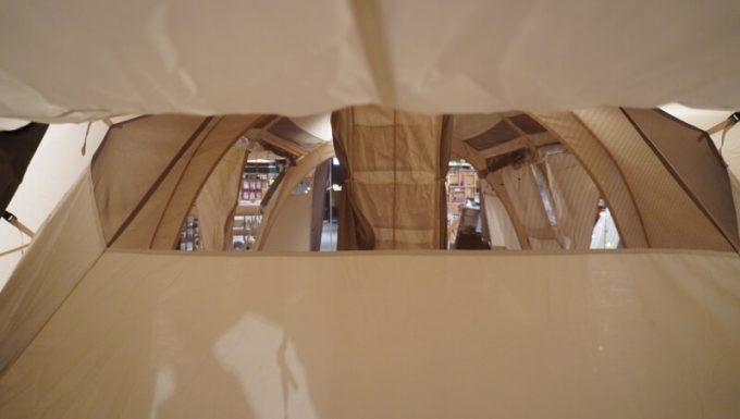 ノルディスク レイサ6レガシーの後方パネルのメッシュ窓
