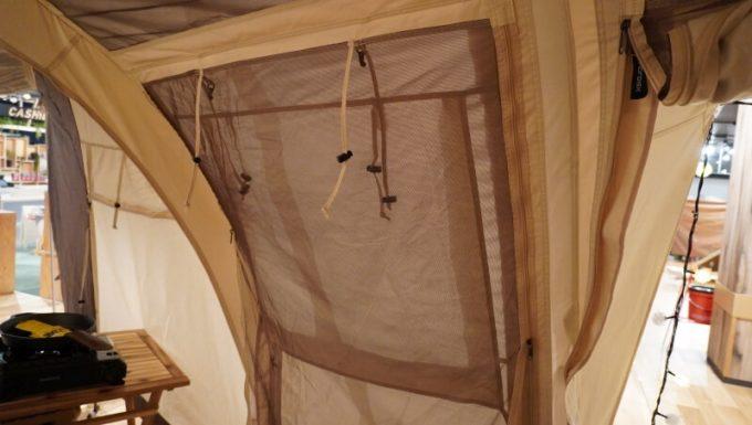 ノルディスク レイサ6レガシーのサイドパネルの窓(クローズ)