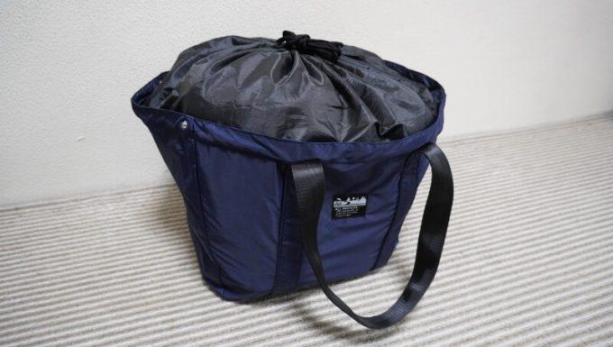 買い物カゴにALL PACKERSのレジカゴ トートバックに沢山の荷物を入れてもカバーがあるから収容できる