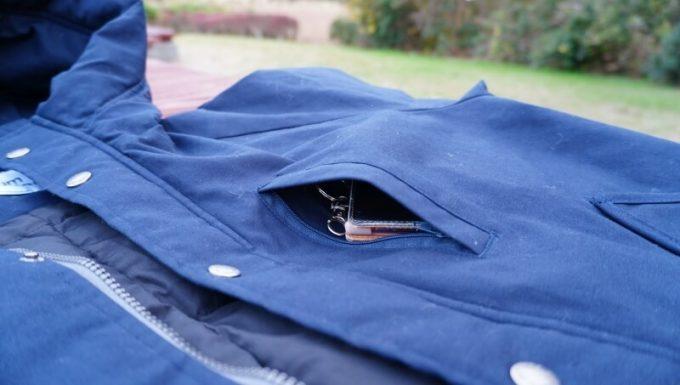gym master(ジムマスター) ドロップポケットマウンテンパーカーの胸ポケット